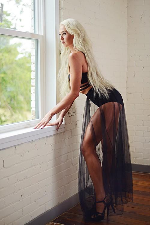 Indoor boudoir photo by Davista Photography